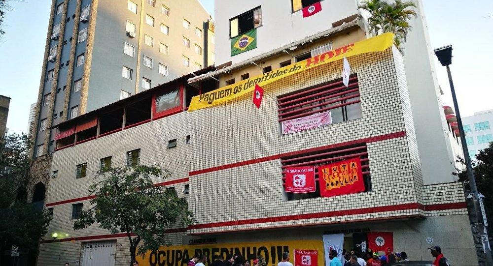 Antigo prédio do Jornal Hoje em Dia ocupado por manifestantes em BH