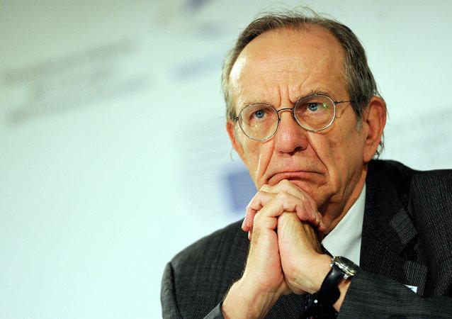 Il ministro di Finanze italiano Pier Carlo Padoan