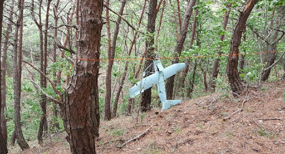 Objeto que parece ser um drone encontrado por militares sul-coreanos na área montanhosa de Inje, na província de Gangwon, na parte leste da fronteira entre os dois países na Península Coreana