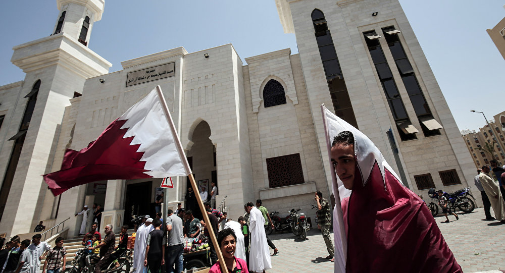 Palestinos durante manifestação a favor do Qatar, na cidade de Khan Yunis, no sul da Faixa de Gaza, em 9 de junho de 2017