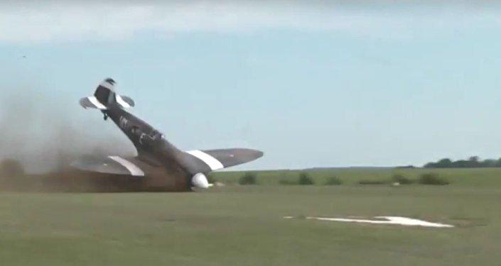 Caça da Segunda Guerra Mundial sofre acidente em aeródromo francês