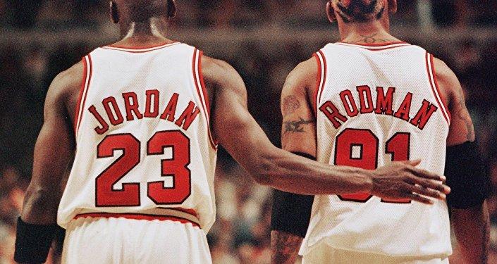 Rodman e Michael Jornan em 1998