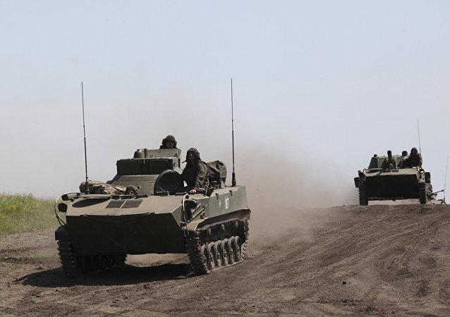 Peça de artilharia 2S9 NONA durante uma inspeção no Distrito Militar Central