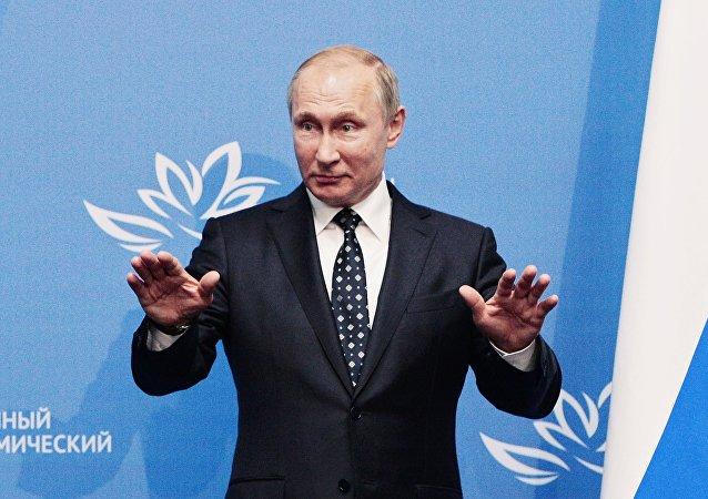 Presidente da Rússia. Vladimir Putin, depois da reunião com a presidente sul-coreana no âmbito do Fórum Econômico do Oriente, 3 de setembro de 2016