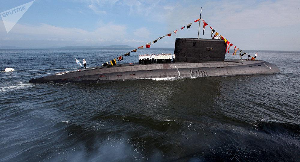 O submarino da classe Varshavianka