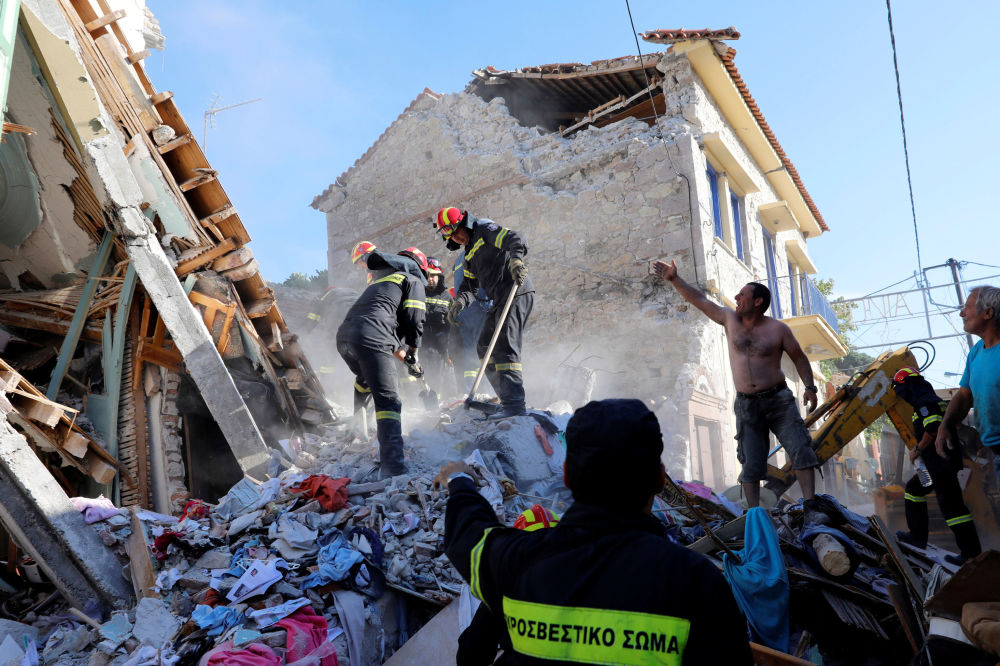 Equipe de resgate busca vítimas depois de terremoto na ilha grega de Lesbos