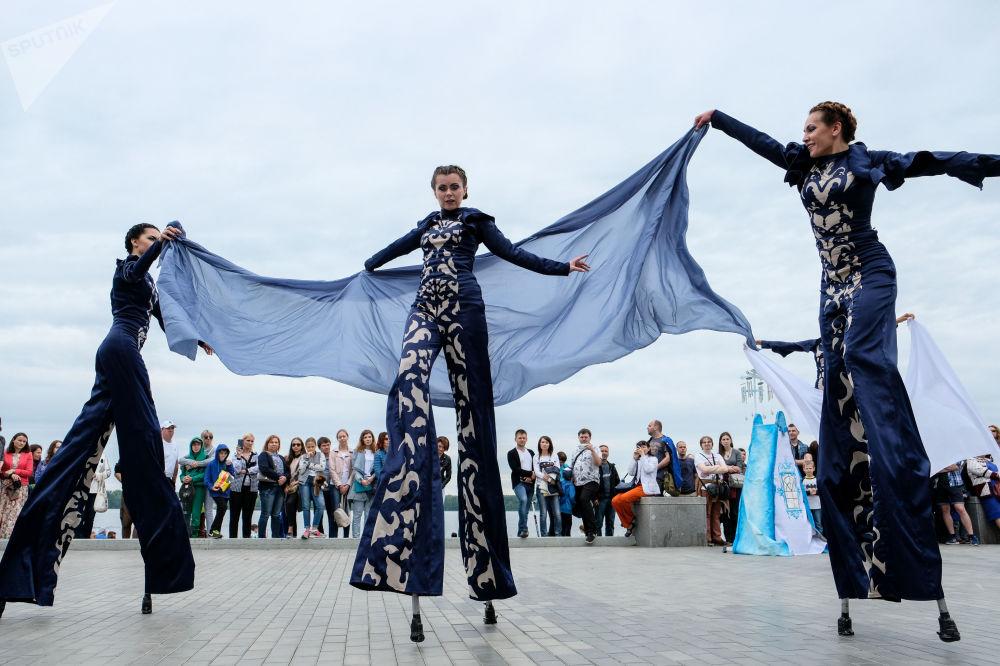 Festival popular FolgaFest 2017 no cais do rio Volga, sul da Rússia, Samara