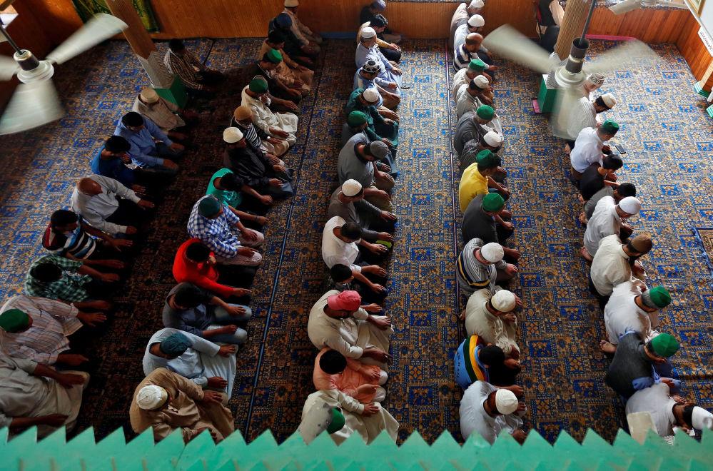 Muçulmanos durante oração