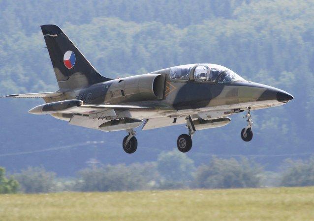Avião tcheco L-159 ALCA aterrisa na vase aérea Namest perto de Brno no decorrer das manobras conjuntas com a OTAN, Ramstein Rover