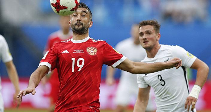 Alexander Samedov domina a bola