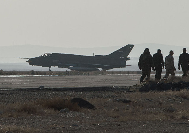 Avião Su-22 da Força Aérea da Síria na base de Homs (arquivo)
