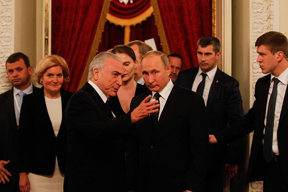 Conversa entre Temer e Putin em apresentação do Balé Bolshoi, em Moscou, na Rússia