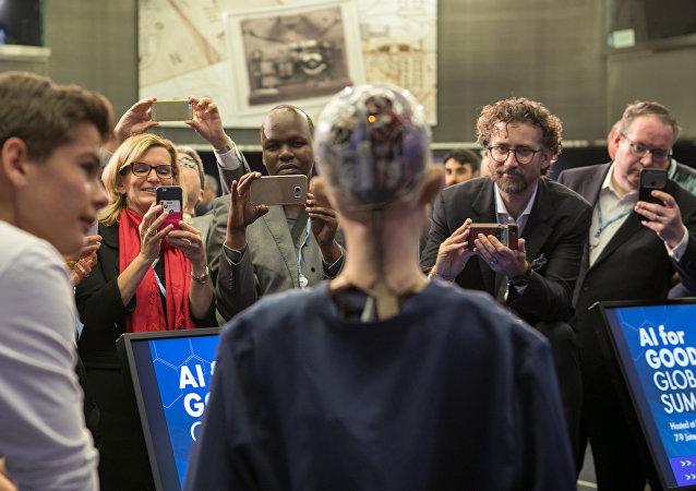 A androide Sofia na conferência sobre robótica, celebrada em Genebra, Suíça em 9 de junho de 2017