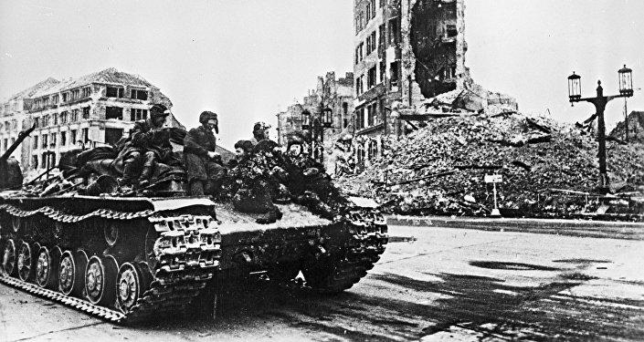 Tanque soviético em Charlottenburg, abril-maio de 1945
