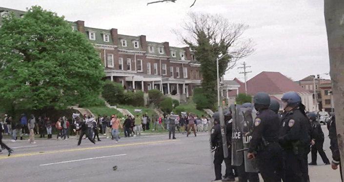 Polícia bloqueou manifestantes em Baltimore