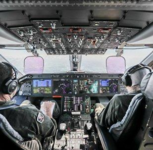 Imagem da cabine da aeronave militar multimissão de transporte e reabastecimento em voo KC-390, da empresa brasileira de aviação Embraer