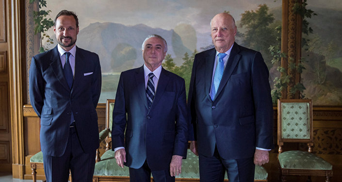 Temer com o Rei Harald (direita) e o príncipe Haakon (esquerda)