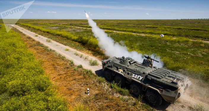 Lançamentos de míssil do sistema antiaéreo russo Igla no quadro do concurso militar Chistoe Nebo (Céu Limpo)