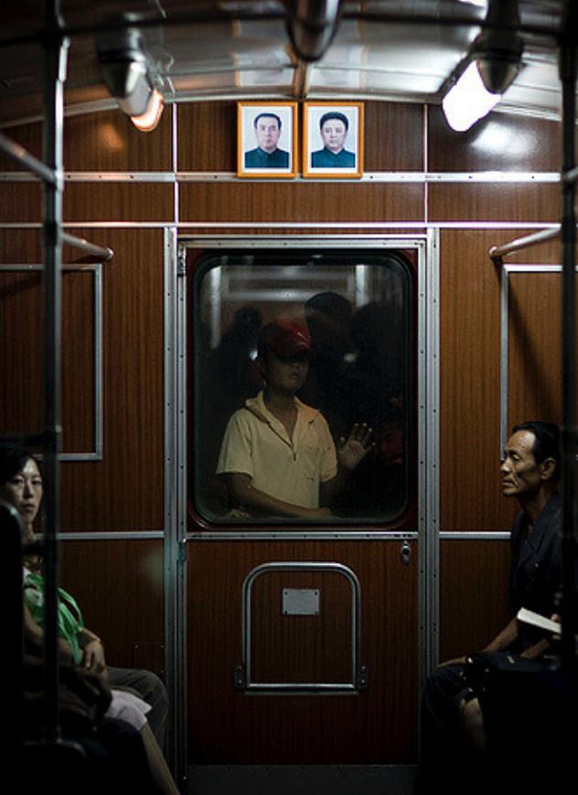 Eric Lafforgue, Metrô em Pyongyang, Coreia do Norte, 2014