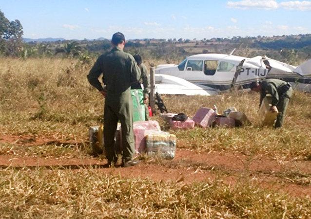 Avião bimotor, matrícula PT-IIJ, interceptado pela FAB na região de Aragarças (GO) com mais de 600 kg de cocaína