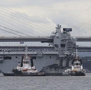 O maior navio da Marinha do Reino Unido, o porta-aviões Queen Elizabeth