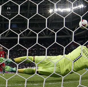 Goleiro Claudio Bravo foi o grande herói da classificação chilena para a final da Copa das Confederações