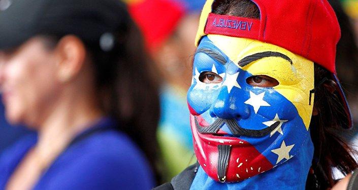 Participante de uma manifestação na Venezuela