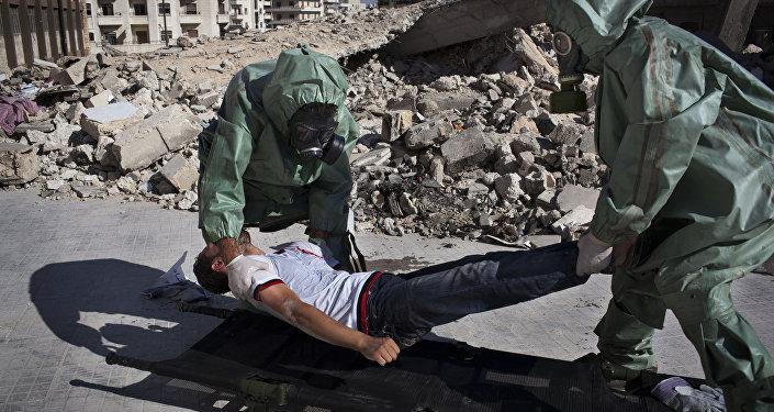 Simulação de como responder a um ataque de armas químicas na cidade síria de Aleppo