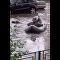 Russo sai para pescar em ruas inundadas nos arredores de Moscou