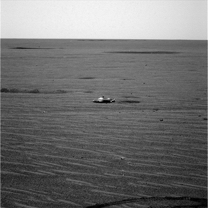 Foto do objeto estranho capturado pelo rover marciano Opportunity da NASA