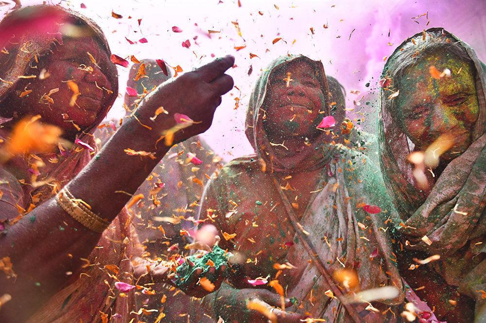 Shashi Shekhar Kashyap, fotógrafo indiano, Viúvas na Festa de Cores