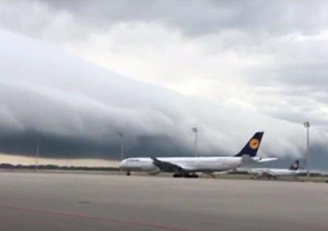 'Nuvem apocalíptica' aparece na Alemanha