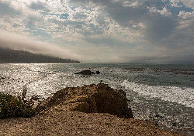 Praia Leo Carrilo, em Malibu, Estado da Califórnia