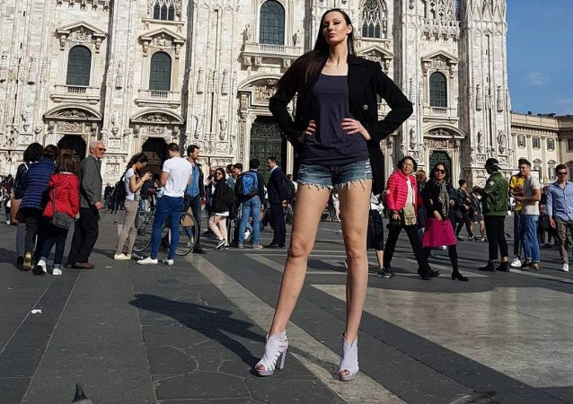 Em alta: esta mulher russa almeja bater o recorde internacional pelas pernas femininas mais longas