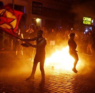 Manifestantes entraram em conflito com a polícia em Hamburgo, durante protestos contra a cúpula do G20