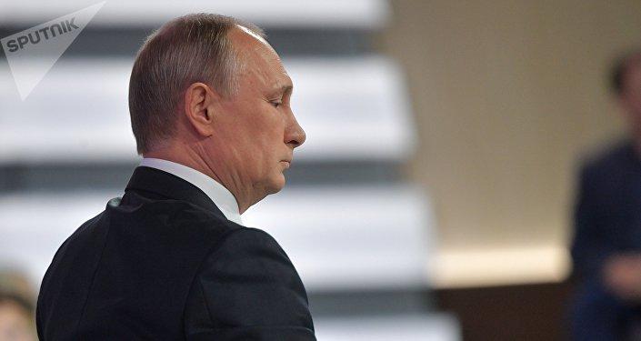 Vladimir Putin durante a Linha Direta de 15 de junho de 2017