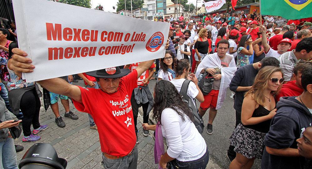 Avenida Paulista é palco de protestos pró e contra Lula em São Paulo  (FOTOS, VÍDEOS) 9e9a9cc880