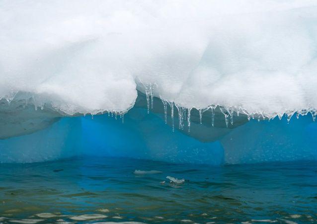 Gelo fundindo na Antártica