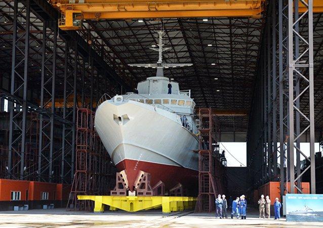 A corveta multifuncional equipada com mísseis Karakurt