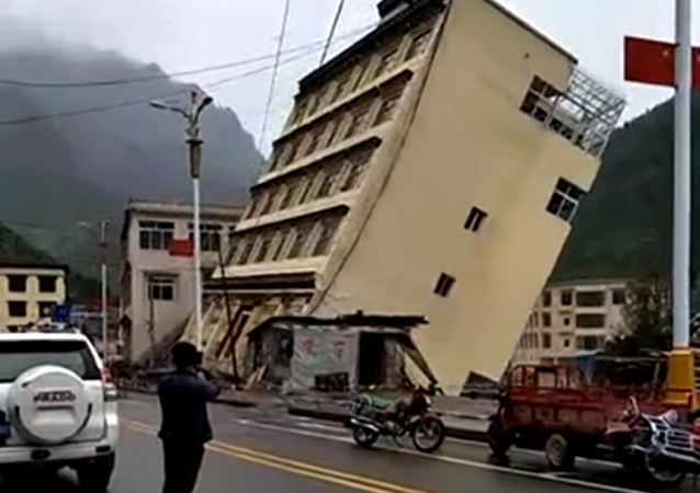 Edifício rui após a chuva