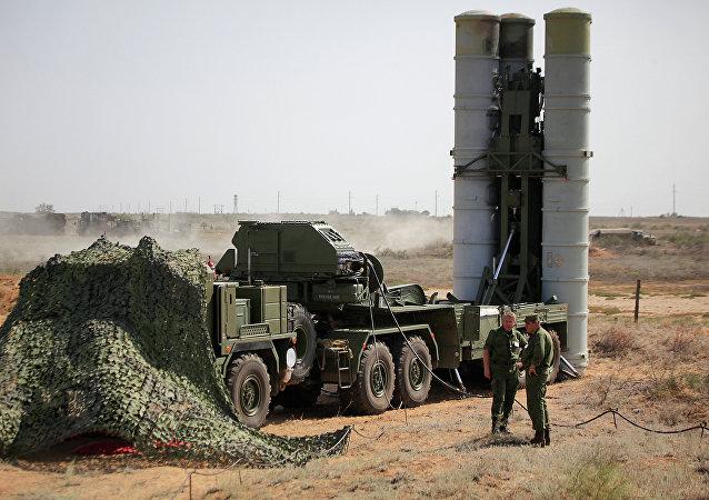 Sistema de mísseis anti-aeronaves S-400 Triumf