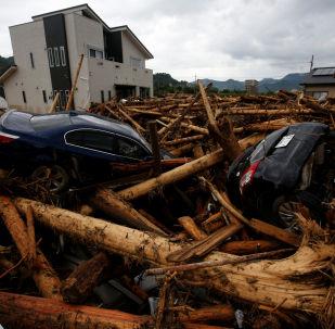 Destroços de carros após passagem de tufão pela cidade japonesa de Asakura (arquivo)
