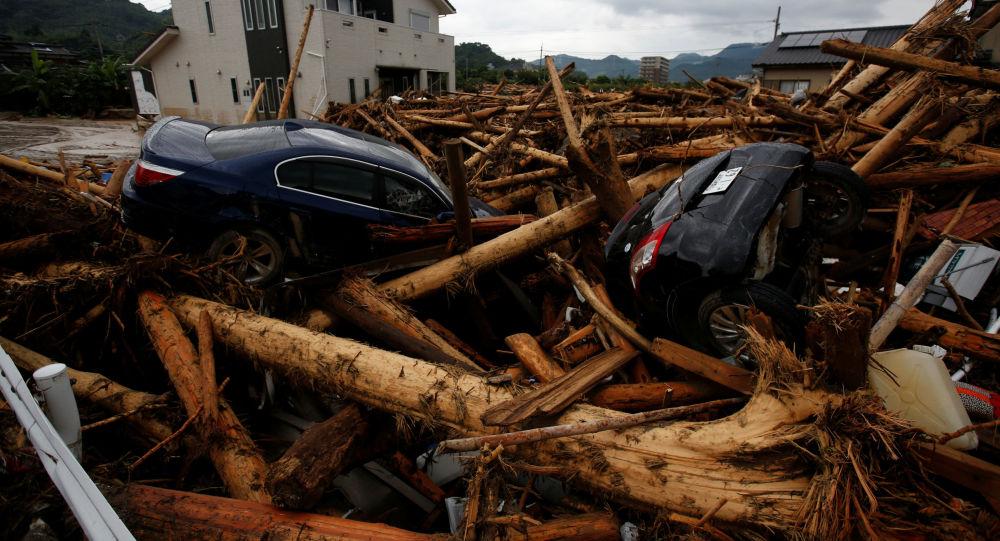Destroços de carros depois de tufão que arrasou a cidade japonesa de Asakura (arquivo)