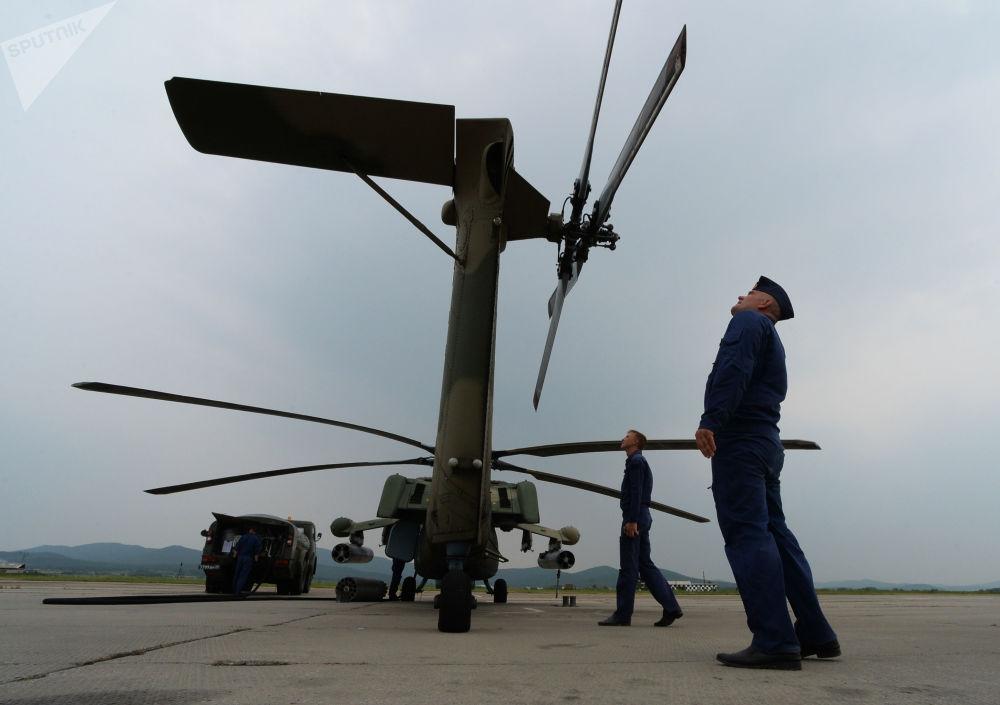 Helicóptero Mi-28 antes de levantar voo