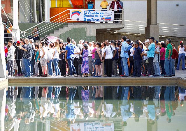 Plebiscito em Caracas sobre reforma constitucional venezuelana
