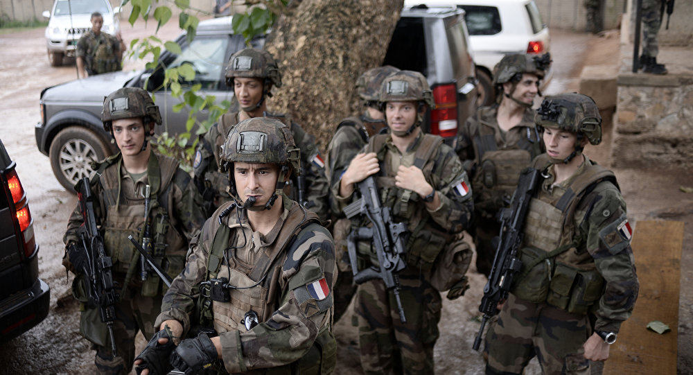 Soldados franceses patrulhando as ruas de Bangui em julho de 2014