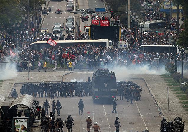 Protesto dos professores no Paraná, 29 de abril de 2015