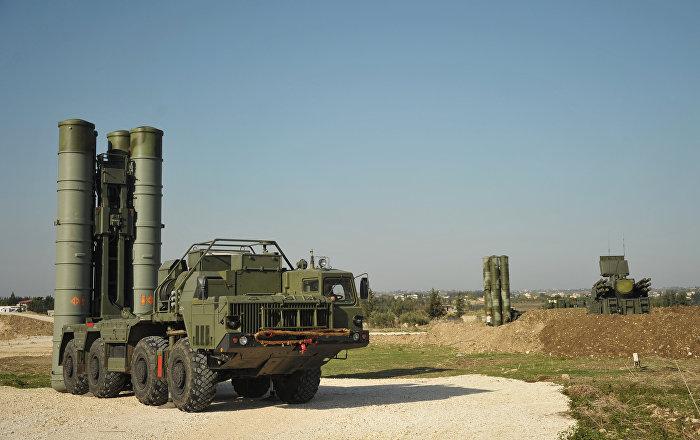 Sistemas de defesa antiaérea russa repelem ataques à base de Hmeymim na Síria