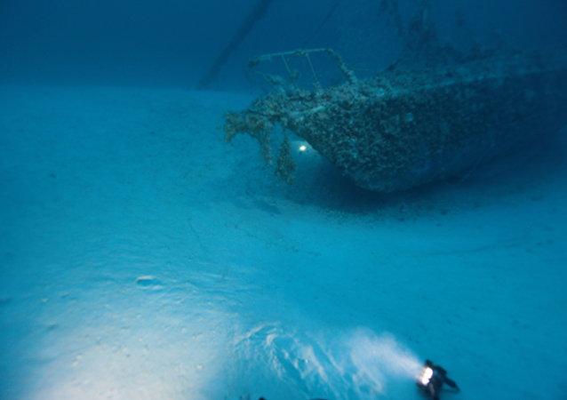 Um navio submergido