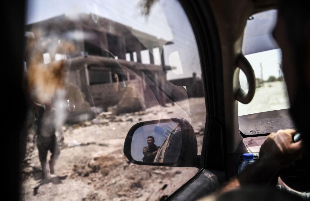 Forças Democráticas da Síria na frente oriental de Raqqa durante ofensiva contra a cidade